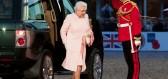 Kabelka Alžběty II.: co u sebe nosí sama královna?