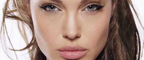 Šílená matka Angelina Jolie – chce sedmé dítě