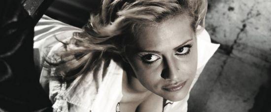 Mrtvá herečka Brittany Murphy se možná předávkovala