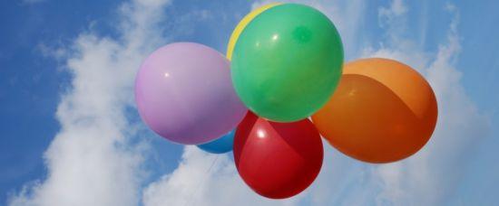 Uletěl na balóncích. Už se nevrátil