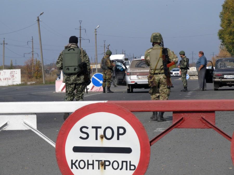 Hraniční kontrola mezi Donbasem a územím Ukrajiny pod kontrolou Kyjeva