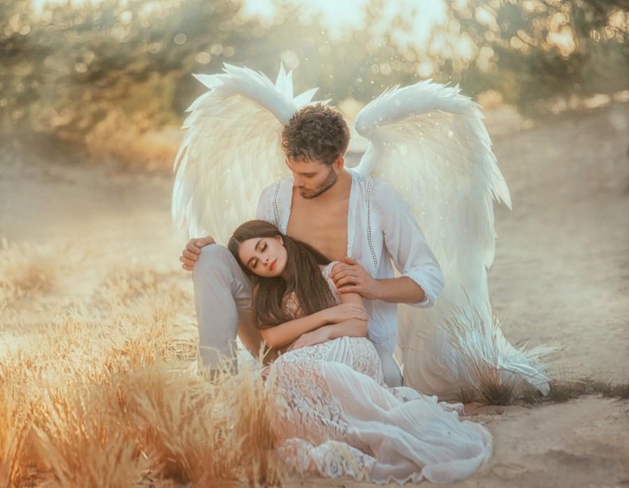 Anděl a dívka - zdroj:shutterstock
