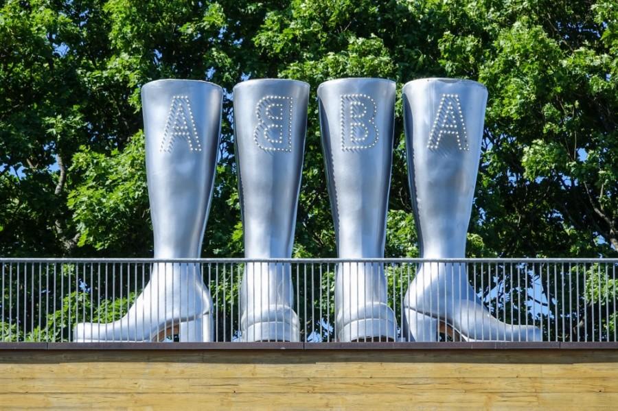 Charakeristická obuv členů ABBA má dnes i sochu