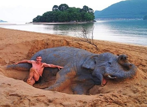 Slon z písku